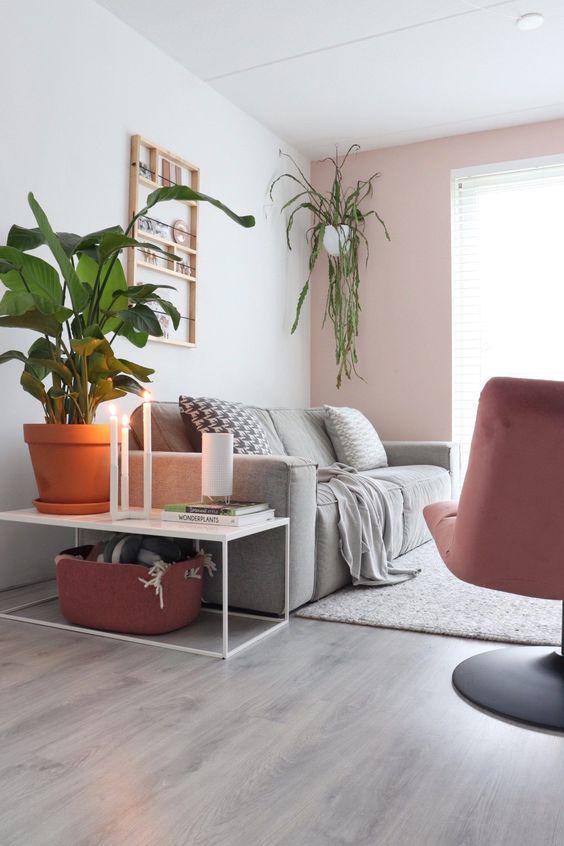 woonkamer, roze, grijs, groen, bruin van stijlinge