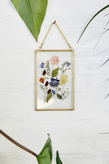droogbloemen in glazen frame